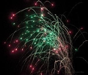 Fireworks10070401copyR